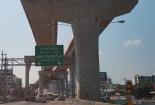 เตรียมขึ้นสะพานข้ามแยกสะพานพระนั่งเกล้า